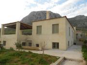 Μονοκατοικία  στην  Αρχαία  Κόρινθο Μονοκατοικία  με  ημιυπόγειο Περιοχή :  Αρχαία  Κόρινθος Επίχρισμα :  Έγχρωμος  Παραδοσιακός  Σοβάς Ημερομηνία παράδοσης : 10/2012 Χρόνος  Παράδοσης : 25 εργάσιμες